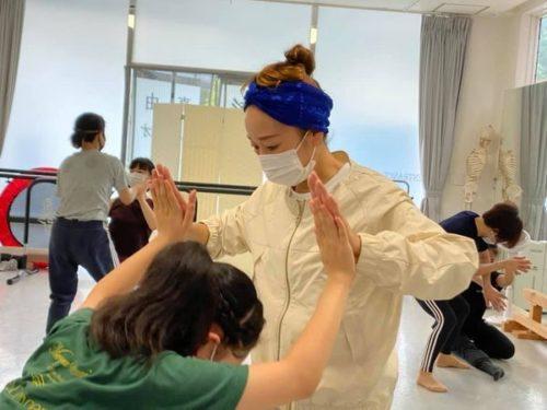 藤井泉さんによるコンテンポラリーダンスワークショップ;